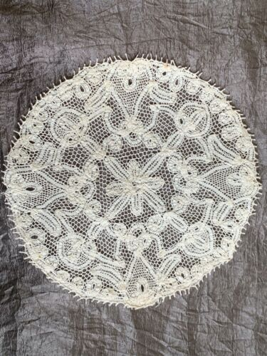 Antique French Handmade LACE DOILY - diameter 15cm