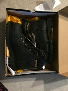 New steel toe shoes 7.5