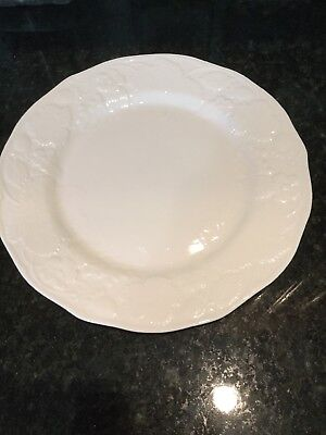 WEDGWOOD Bone China STRAWBERRY AND VINE Dinner Plate Replacement](Plate And Vine)