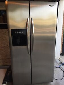 Stainless Refrigerator with Ice & Water Dispenser
