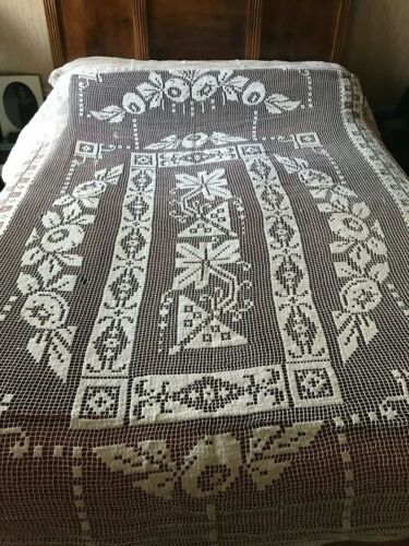 ANTIQUE French Handmade FILET LACE BEDSPREAD
