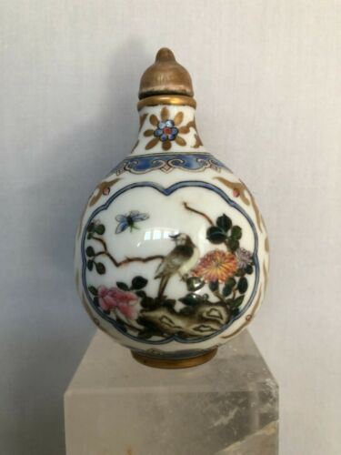 CHINESE HAND PAINTED PORCELAIN SNUFF BOTTLE