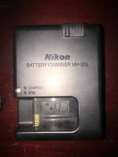 Nikon MH-25A Battery Charger for EN-EL15 batteries + battery