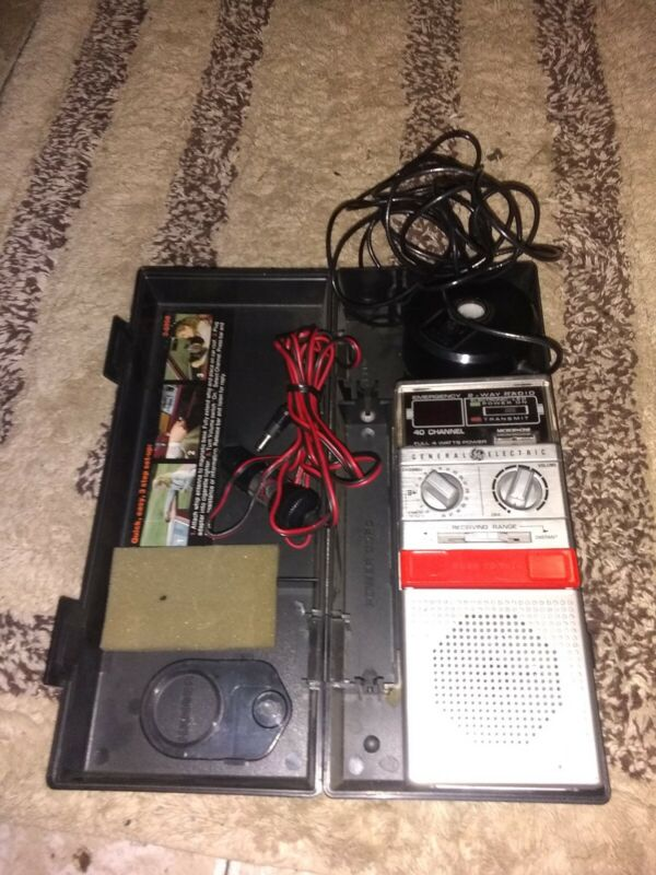 Vintage General Electric HELP Citizen Band Transceiver 40 Channel 2 Way CB Radio