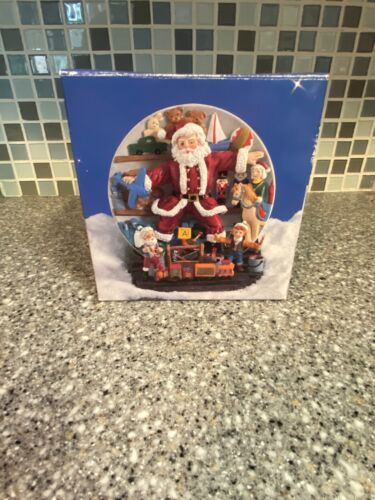 Vintage A Christmas Remembered Collector Plate & Stand 1997 New in Box  HG1