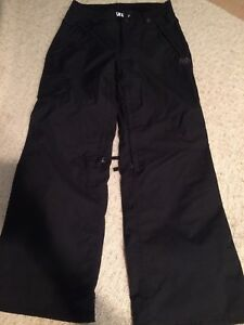 686 snow pants- like new condition-black