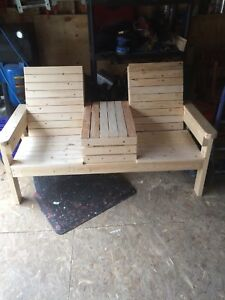 Bench with middle table