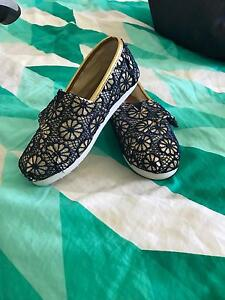 TOMS girls shoes Noranda Bayswater Area Preview