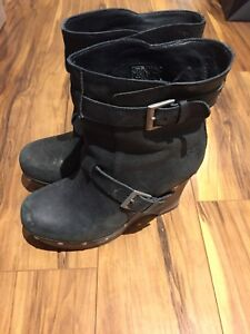 Ugg boots in leather
