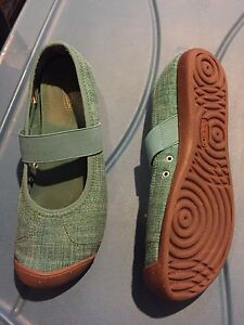 Turquoise keen shoes size 9.5