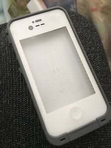 iPhone 4 life proof case