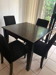 Square dining room setting in good condition