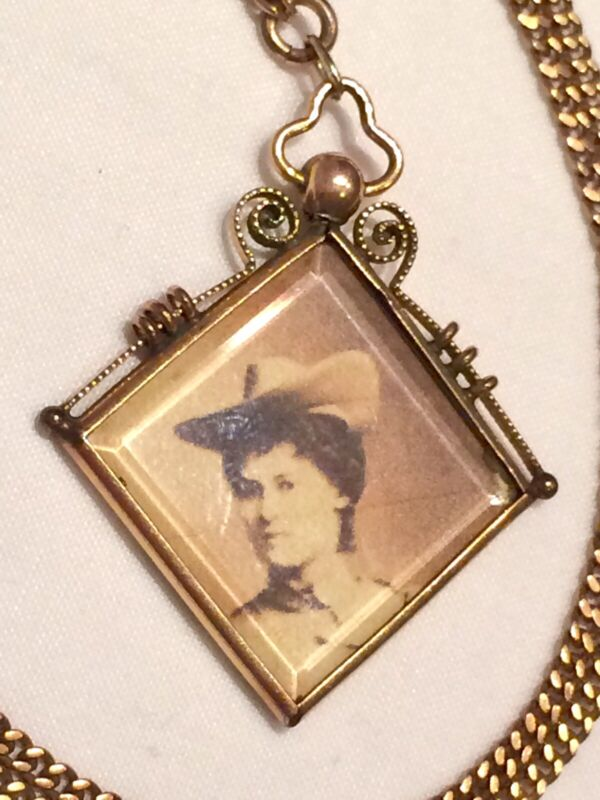 Antique Ornate Victorian Screw Top Rolled Gold Ornate Pendant Locket & Chain