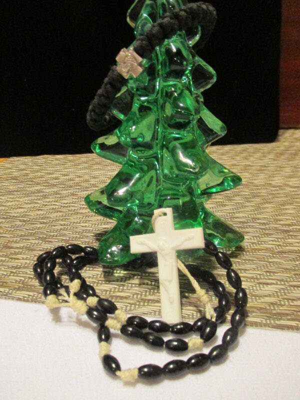Beautiful Vtg. light weight BLACK Beaded Rosary w/ Crucifix & Mary Bracelet