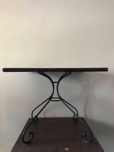 Square table - perfect for dining/spare tables! Shellharbour Shellharbour Area Preview
