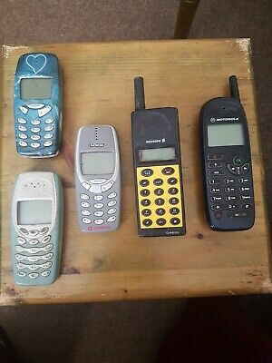 old mobile phones x5 - Nokia Ericsson Motorola UNTESTED  USED
