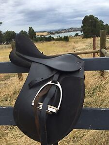Tekna dressage saddle 17 inch Warrane Clarence Area Preview