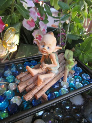 Fairy Garden Pixie Figurine Rowing a Raft with Frog Top Land Trading NEW!