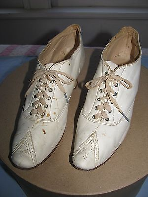 ANTIQUE VICTORIAN EDWARDIAN - 20'S  WHITE LEATHER LACE UP LADIES SHOES UNUSUAL