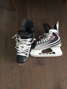 Hockey skates size 7ee