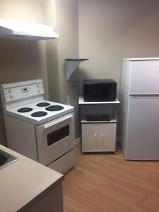 studio bachelor suite one block off whyte ave 800/mnth inc util