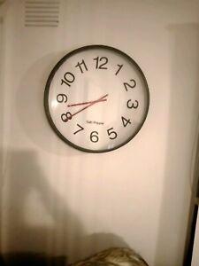 Salt and pepper clock