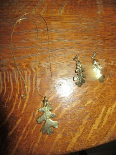 Vintage Gold Tone Oak Leaf Pendant Necklace With Matching Pierced Earrings