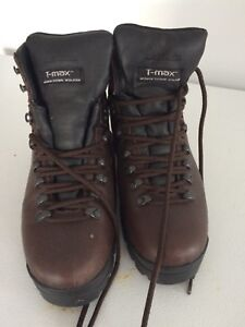 Mens boots size 8.5