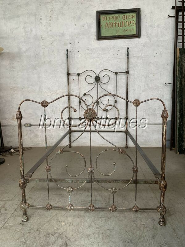 1880s NEW ORLEANS CAST IRON SINGLE BED , GREAT PATINA/ COMPLETE WITH RAILINGS