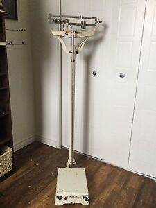 Vintage Medical Doctors Scale!