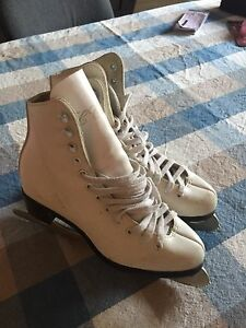 Girls size 4 skates CCM made in Canada