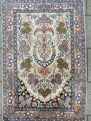 Beautiful, Old Oriental Rug ___ Cashmere Silk __ 92cm x 62cm _!