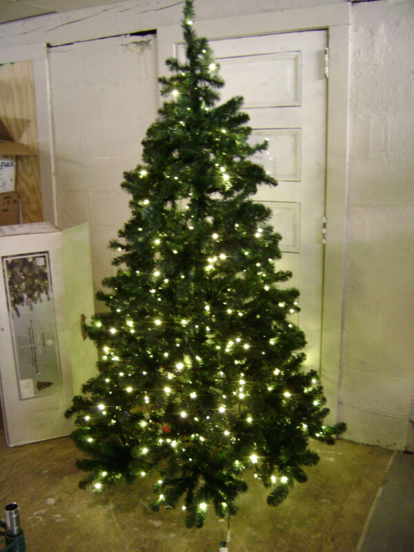 GLUCKSTEIN HOME LORD & TAYLOR 7 FT OREGON PINE PRE-LIT ARTIFICIAL CHRISTMAS TREE