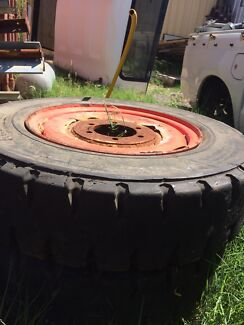 SOLID FORKLIFT TYRES AND RIMS Pinjarra Murray Area Preview