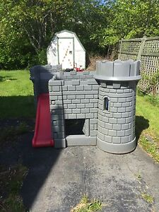 Kids toy castle. Great shape.