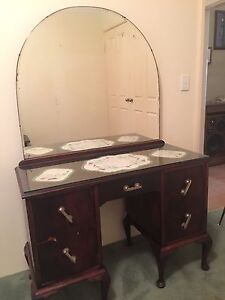 ANTIQUE DRESSING TABLE The Vines Swan Area Preview