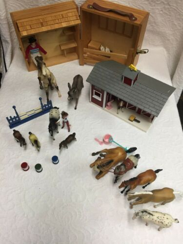 Breyer Barn, Carrying Case, and Horse Collection/Lot