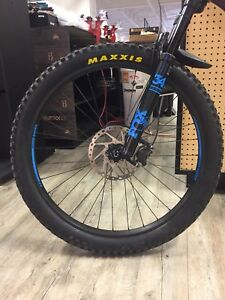Wheelset 27.5 PLUS avec pneus et disques