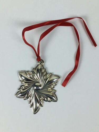LUNT STERLING SILVER 2003 CHRISTMAS HOLIDAY SNOWFLAKE ORNAMENT IN BOX