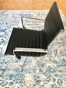 LexMod Discovery Conference Chair in Black Vinyl