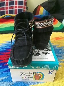 Women's Laurentian Chief Moccasins