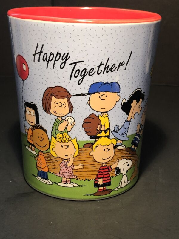 PEANUTS 16 oz CERAMIC COFFEE MUG FEATURING THE GANG