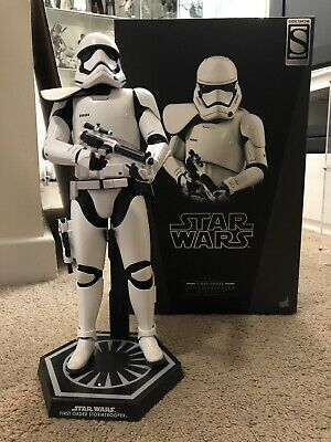 Hot Toys Star Wars First Order Stormtrooper Squad Leader MMS316 With Box
