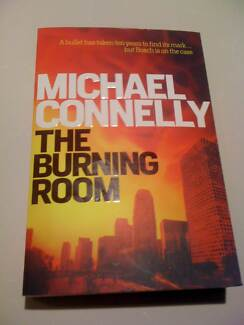THE BURNING ROOM/LARGE PAPERBACK/MICHAEL CONNELLY/AS NEW