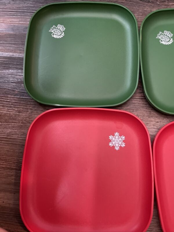Tupperware Christmas Plates4 8in Plates 1534