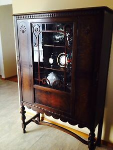 Table, chairs & china cabinet