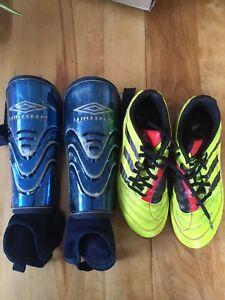 Ensemble soccer chaussures et pads