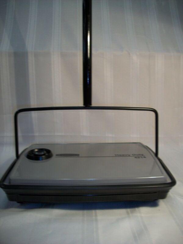 RUBBERMAID HEAVY DUTY FLOOR SWEEPER #4214 GRAY