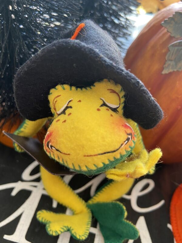 VTG HALLOWEEN 1999 ANNALEE WIZARD WITCH FROG BOOK OF POTIONS DOLL W/ TREAT BAG