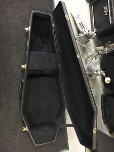 Electric guitar coffin case in very good condition